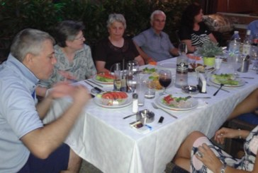 Доайенът на ресторантьорите в Г. Делчев озари небето над града с 99 ракети в чест на юбилей си
