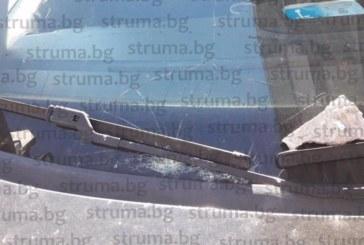 Дупничанка в потрес! Парче от къща се срути, потроши кола на търговската улица