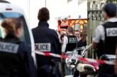 Кола се вряза във войници край Париж, има ранени