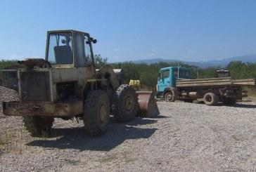 Незаконни кариери за добив на злато превърнаха бреговете на река Струма в лунен пейзаж