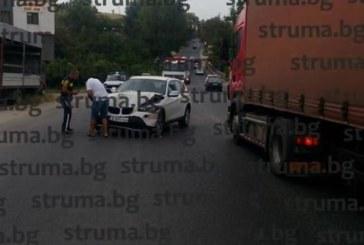 Катастрофа на изхода на Сандански! Две коли в сблъсък, полицията отбива движението