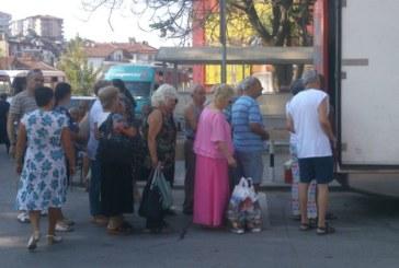 Санданчани се редят 2 дни в седмицата на опашка пред бус на якорудска фирма за млечни изделия, признават: Търсим истински продукти