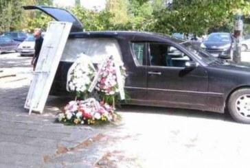 Трагедията е огромна! Със сълзи и цветя затрупаха ковчега на 11-г. Никол, баща й се срина