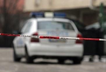 МАСОВО МЕЛЕ ПРЕД НОЩЕН БАР В ПЕТРИЧ! Обърнаха кола по таван, паника заради опасност от взрив, полицаи отцепиха района