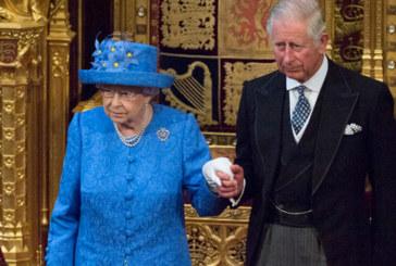 Разкриха защо кралицата се облича в ярки цветове