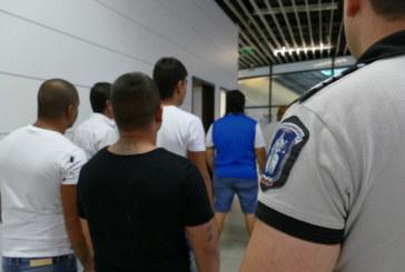 ЗАРАДИ ТРАФИК НА ХОРА! Екстрадираха 8 българи в Испания