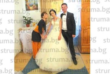 ЮЗУ възпитаничка мина под венчило, цялото село Коларово придружи младоженеца до дома на булката