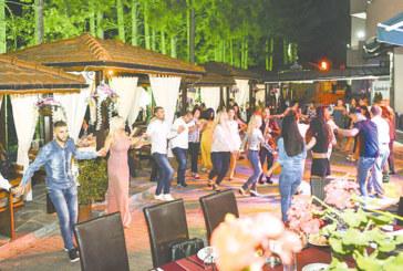 """Танци и емоции на Летните македонски вечери в хотел парк """"Бачиново"""""""
