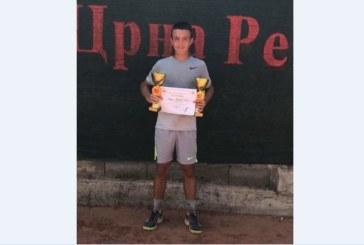 Благоевградски тенисист с 2 титли в Македония, обръща финала от 1:6, 0:5
