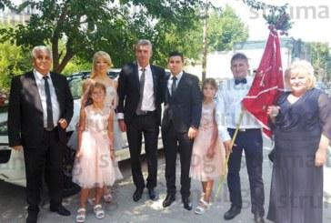 """След 4 г. любов красивата санданчанка Цв. Барутчиева каза """"да"""" на любимия си К. Цъвков, кумът Георги долетя от Англия за сватбата"""