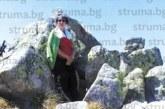 С шеги и закачки по стръмните планински пътеки за 2 часа санданчани изкачиха Черни връх