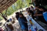 ТАКА ПРАВЯТ В СИМИТЛИ! Десетки ловци хапнаха курбан и вдигнаха наздравици за успешен сезон