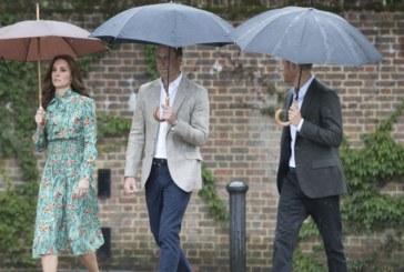 Почетоха паметта на принцеса Даяна! Синовете й поднесоха цветя в градина на двореца Кенсингтън