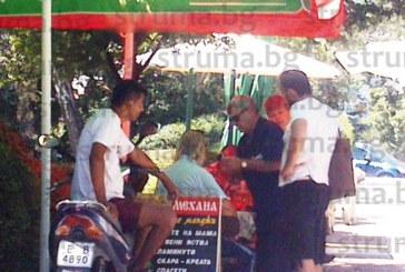 6-има припаднаха в горещините в Сандански, двама с инсулти, грък се свлече на масата в заведение на площада