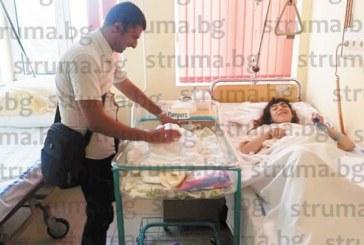 СБЪДНАТА МЕЧТА! Незрящите съпрузи, ЮЗУ възпитаниците Нурел и Феим, станаха родители на прекрасен син, малкият Денис изплака в ръцете на болничния директор д-р Митев