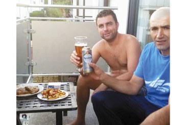 Николай Мадолев се върна от Германия, релаксира на чаша бира и стабилно мезе