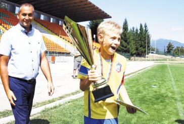 """Децата на ОФК """"Пирин"""" се разминаха с трофея в Разлог с 3 гола за 10 минути"""