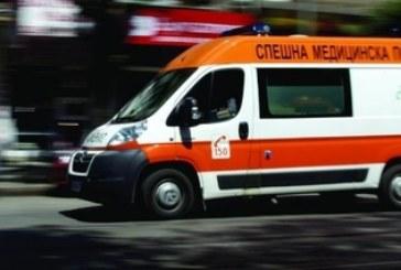 Кола отнесе пешеходец, мъжът потрошен в болница