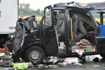 """В столичния """"Младост"""" 1 е страшно! Автобус и камион в зверски сблъсък"""