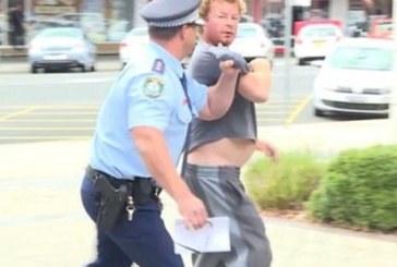 ШОК! Побеснял мъж скочи на полицаи, заплаши ги с уволнение