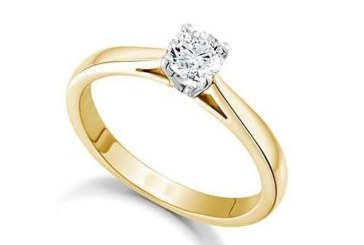 Мъж похарчи хиляди за годежен пръстен, но не успя да го подари, случи се нещо ужасно