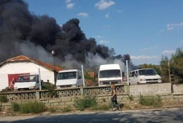 Пожар лумна край Айтос, два пожарни екипа потушават огнената стихия
