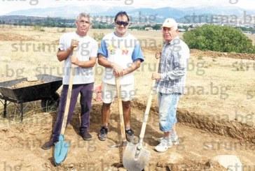"""На 77 г. бившият читалищен секретар Мишо Цонев копае на трасето за АМ """"Струма"""" за 22 лв. надница, докарва си по 550 лв. на месец към пенсията"""