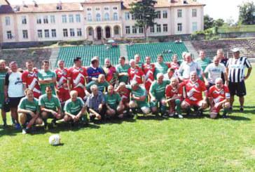 """Под мъдрото ръководство на Гунди и с брилянтните асистенции на Д. Баханов ветераните на """"Пирин"""" /ГД/ изнесоха футболно шоу в Белица"""