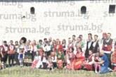 300 съборяни в народни носии играха хоро край църквата в Голешево