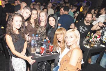 """С над 300 гости клуб """"Елизиум"""" откри сезона със заявка за уникална програма с участието на най-добрите БГ поп изпълнители и DJ"""
