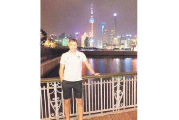 Орлето Иво Тренчев си подари разходка из нощен Шанхай
