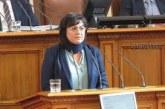 Корнелия Нинова на работа, въпреки лекарската забрана