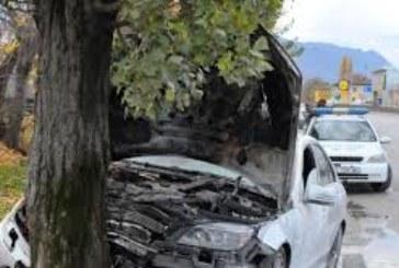 Кола се заби в дърво, шофьора издъхна на място