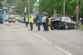 Млад шофьор помете три коли, има ранено дете