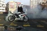 Луд екшън между полицай и моторист