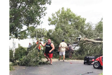 """Най-силният мъж на Америка, неврокопчанинът Д. Саватинов, оцеля в окото на урагана """"Ирма"""""""