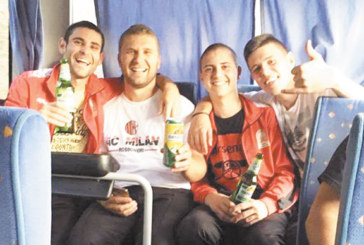 """Хаджидимовци взеха сладък реванш на """"Арена Крупник"""", вдигат наздравици с бира на връщане в автобуса"""