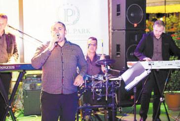"""Летните македонски вечери в хотел-парк """"Бачиново"""" продължават с гостуването на """"Джубокс бенд"""""""