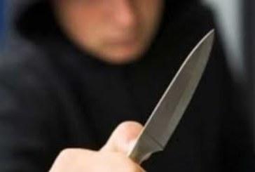 Трима наръгани с нож след масово сбиване