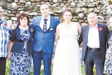 ЕТНОСВАТБА! Стефчо и Валентина се ожениха в Ягодинската пещера, отлетяха на меден месец в ОАЕ