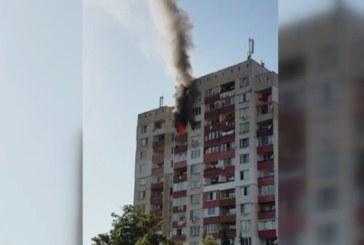 Пожар обхвана жилищна сграда