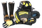 Пожарникарите борят огъня с дрехи втора употреба