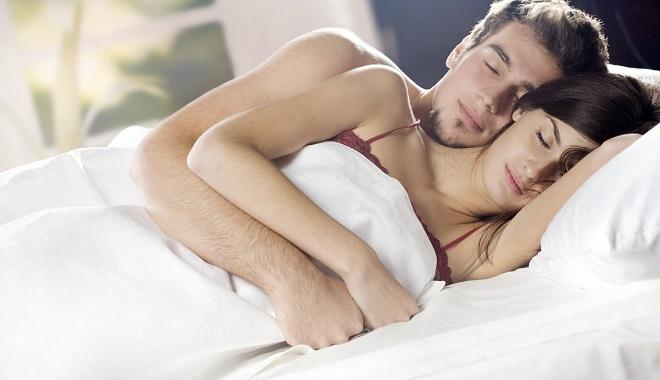 Отношенията с партньора ви според позата, в която спите