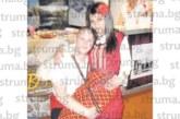 Влюбена двойка – гайдар и певица, стана пазител на автентичния фолклор  в Банско, признават: Чужденците  скачат на крака при изпълненията ни, докато българинът рядко става, седят на масите…