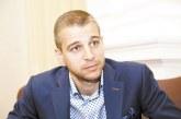 """Атакуваният от червените ултраси единствен футболен съдия в 44-ото народно събрание Стефан Апостолов: Действията на феновете на ЦСКА срещу мен са див популизъм, мен ме обвиняват за грешки, но защо не критикуват Каранга, който на 3 пъти пропусна да вкара гол на """"Лудогорец"""""""