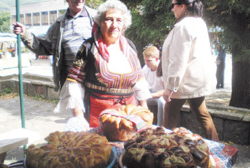 Баби от България, Сърбия и Македония месиха зелници, баници, сладкиши на етнофестивал в Шишковци