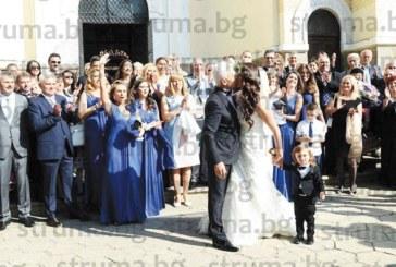 Семейство от Югозапада гост на сватбата на годината! Видният политик подари икона на младоженците Волен и Деница, тропна хоро с първия секретар на руското посолство