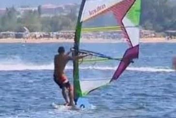 Калин Вельов кара сърф в студа