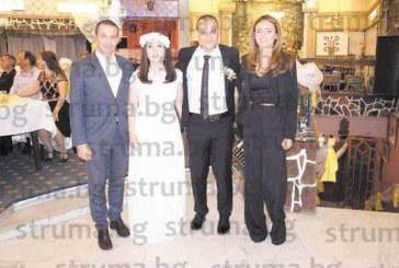 Кметът К. Котев венча огнеборец от Сандански и любимата му, колегите на младоженеца пристигнаха с пожарна кола
