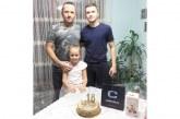 """Нападателят на ОФК """"Беласица"""" Запро Динев почерпи с торта съотборниците си за навършено пълнолетие"""